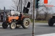 Παρέλαση απο τρακτερ στην διασταυρωση χρυσουπολης (Βιντεο)